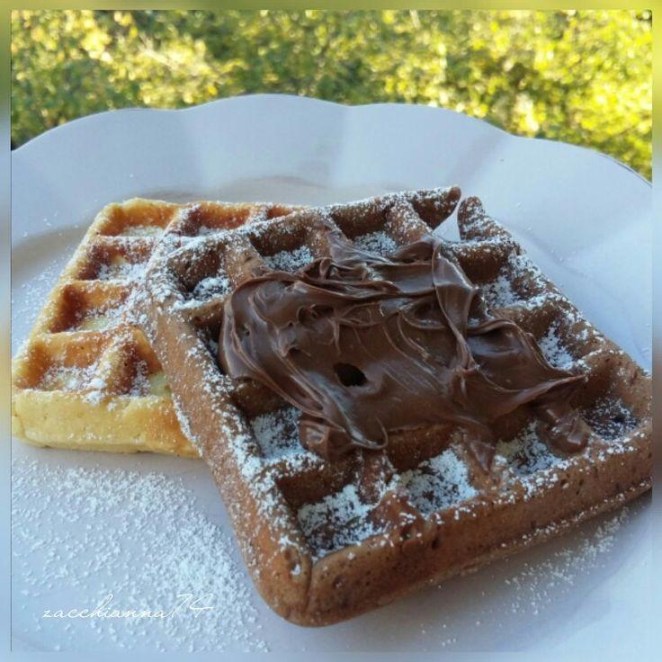 Waffle bianchi e al cacao con Nutella