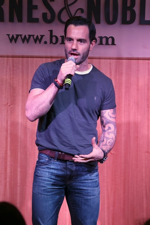 Ramin Karimloo performing at Barnes&Noble <<< WHAT?!?!?! That is the most AMAZING place to perform, I need to be there!!!!!!!