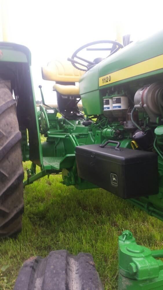 Tekoop mooie john deere tractor. Drie cilinder met helo. Speciaal is de noodstop (foto 5). Handig bij het leren van tractor rijden.