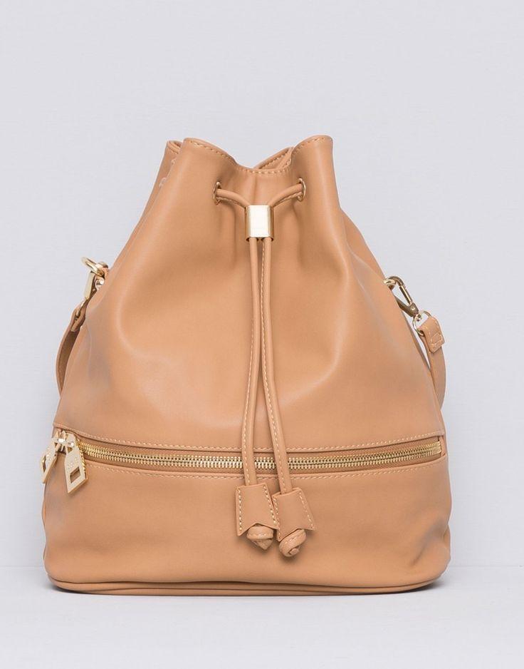Με τις backpacks μπορείς να πετύχεις τα πιο μοντέρνα σύνολα κάθε στιγμή της μέρας.