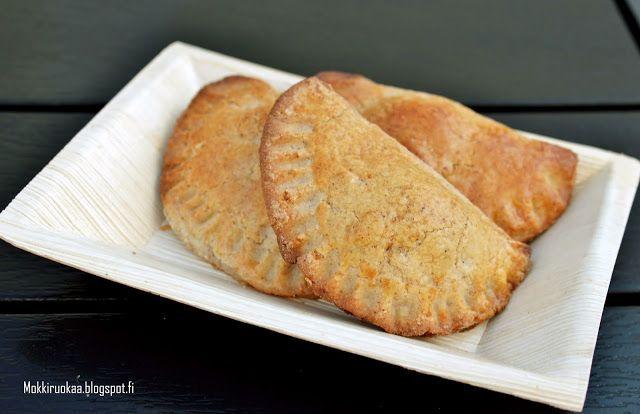 Huvilaelämää ja mökkiruokaa: Makeat omena-rusinatäytteiset empanadat