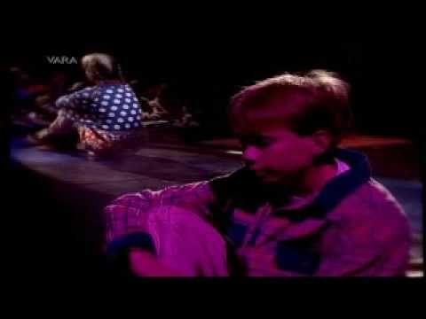 Kinderen voor Kinderen 18 - Smoorverliefd (Officiële videoclip)