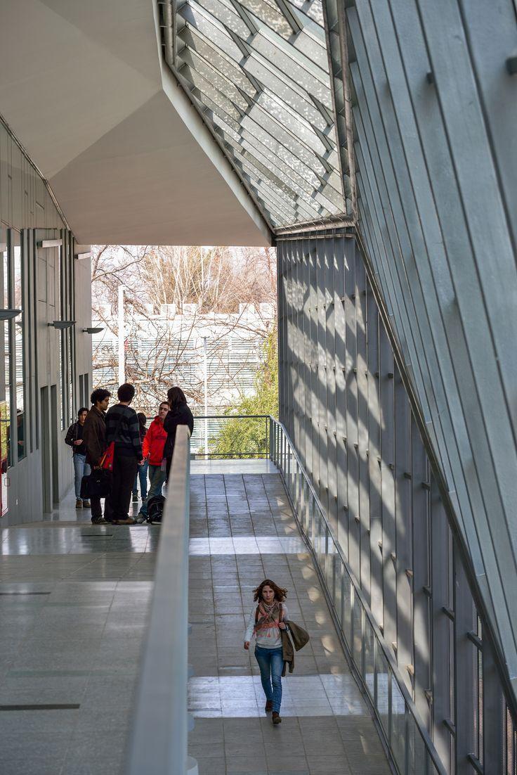 Aularios Campus Juan Gomez Millas Universidad de Chile  / Marsino Arquitectos Asociados