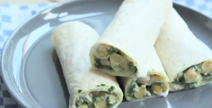 Op zoek naar een lekker lunchrecept? Dit recept voor wraps met kikkererwten en spinazie is niet alleen heel erg vullend maar ook nog eens super lekker, simpel en snel klaar! Recept voor 4 wraps Tijd: 15 min. Benodigdheden: 150 gram spinazie (diepvries) 1 blik kikkererwten (gekookt) half uitje 1 teen knoflook halve rode peper snufje …