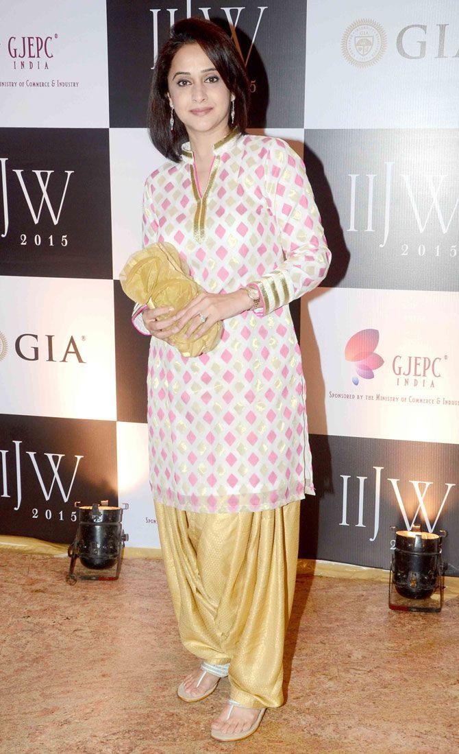 Mrinal Dev-Kulkarni at the India International Jewellery Week 2015. #Bollywood #IIJW2015 #Fashion #Style #Beauty
