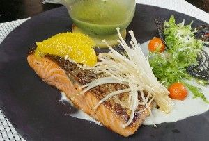 Resep Seafood: Grilled Salmon with Basil Cream Sauce