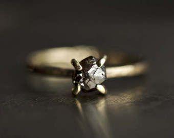 Anillo de compromiso de diamantes en bruto. Anillo de diamantes crudos. Anillo de diamantes Brown. Anillo de diamante marrón crudo. Anillo de compromiso diamante.