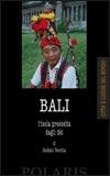 """""""Relax"""" è la parola magica per le migliaia di turisti che l'accogliente Bali sa mettere a proprio agio, lusingare e intrigare con le sue spiagge, i suoi vulcani, i sereni paesaggi di risaia e le onde furiose che attraggono surfisti da ogni parte del mondo. Il tutto in un clima atmosferico che ignora gli estremi e in un ambiente umano che unisce alla tradizionale ospitalità e a un'attitudine alla socialità priva di contrasti., un'arte dell'accoglienza raffinata in decenni."""