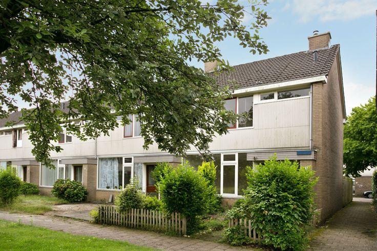 Van Leeuwenhoeklaan 9 te Doetinchem  Ruime hoekwoning met vrijstaande garage en een zonnige achtertuin op het zuiden met achterom. Gelegen in een ruim opgezette woonwijk met veel openbaar groen en in