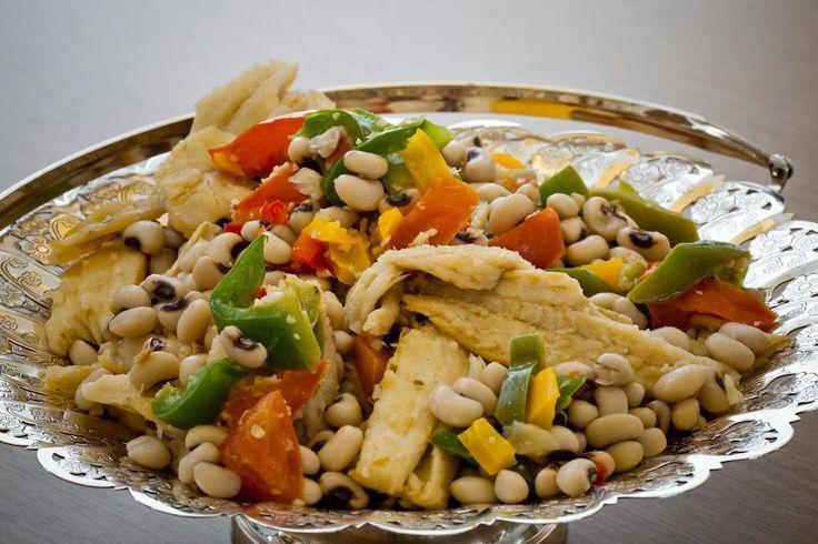 Receita de Salada de feijão-fradinho com bacalhau. demora apenas 65 minutos.