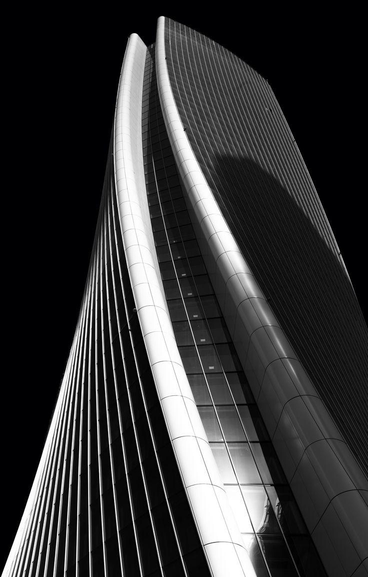 More curves photo by Ricardo Gomez Angel (@ripato) on Unsplash