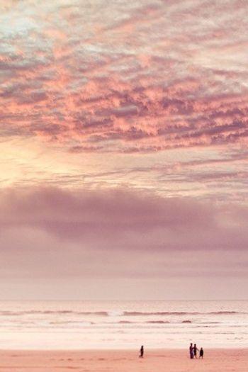 Passavamo le giornate a rincorrerci, finchè i nostri sorrisi si fondevano ai colori del tramonto.