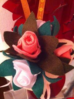 cuore con rose di feltro