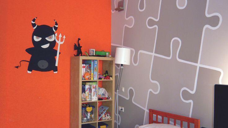 Ζωγραφικός τοίχος puzzle σε ιδανικό συνδυασμό με τοίχο σε έντονο χρώμα. Δείτε περισσότερες πρωτότυπες ιδέες διακόσμησης για το παιδικό δωμάτιο στη σελίδα μας www.artease.gr
