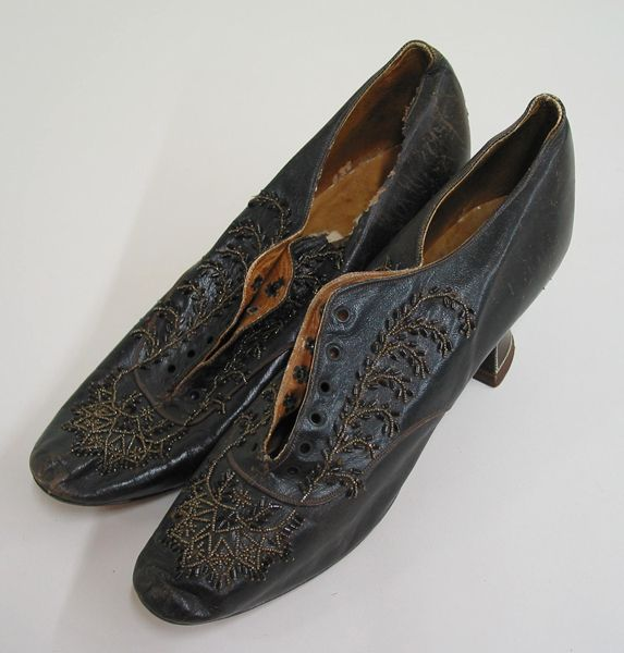Lacing Shoes With D Shaped Eyelets