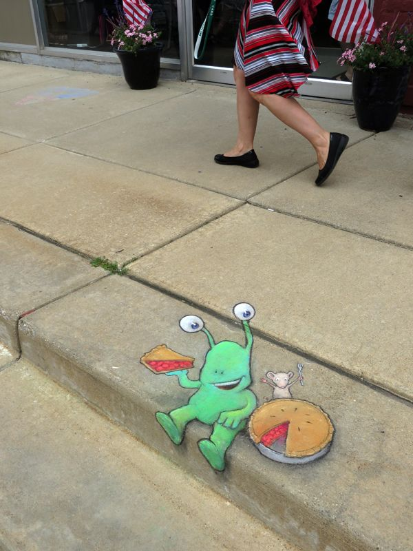 Met some n(m)ice people at the Slice of American Pie Festival last weekend . . . and learned some good things about the importance of fair sharing in friendship. Sharing with friends should never be limited by good math. Union City, Michigan (July 26, 2014) - street art by David Zinn