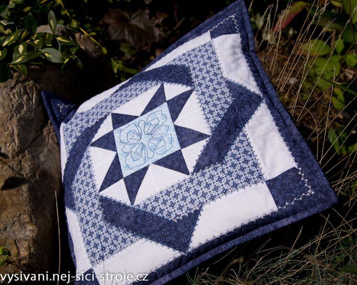 patchworkový polštář s prošitím bavlnkou