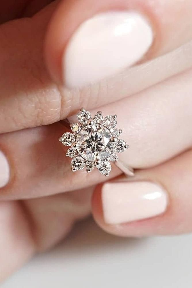 round engagement rings flower halo diamod unique