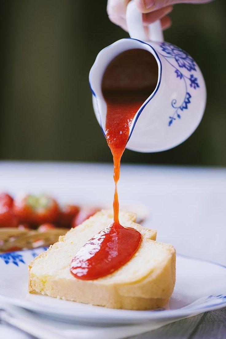 Coulis di fragole: Il #coulis di #fragole, una #salsa semplice ma di grande effetto. Ottima per accompagnare ciambelle, cheesecake e dolci al cucchiaio.
