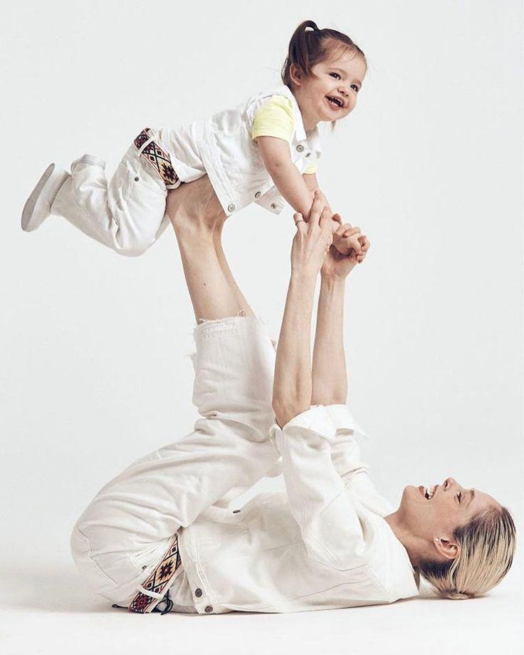 A team of famous moms such as model @cocorocha  and actress @misslivalittle reunited to celebrate motherhood at @gap Mother's Day film and it's so cute! Check our post to details and video! WWW.FASHIONKIDS.NU .  Celebridades como a modelo @cocorocha e a atriz @misslivalittle se reuniram em um vídeo super fofo da @gap para celebrar o dia das mães. Confira os detalhes e o vídeo nosso post! WWW.FASHIONKIDS.NU