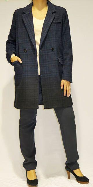 Completa cualquier #look con este abrigo azul y negro de Naf Naf que ahora tiene un 40% de #descuento