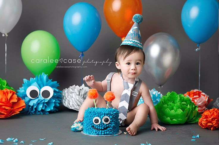 Idaho Falls, ID baby and child birthday photographer. Caralee Case Photography. cake smash monster balloons #cakesmash #firstbirthday #pictures #oneyear