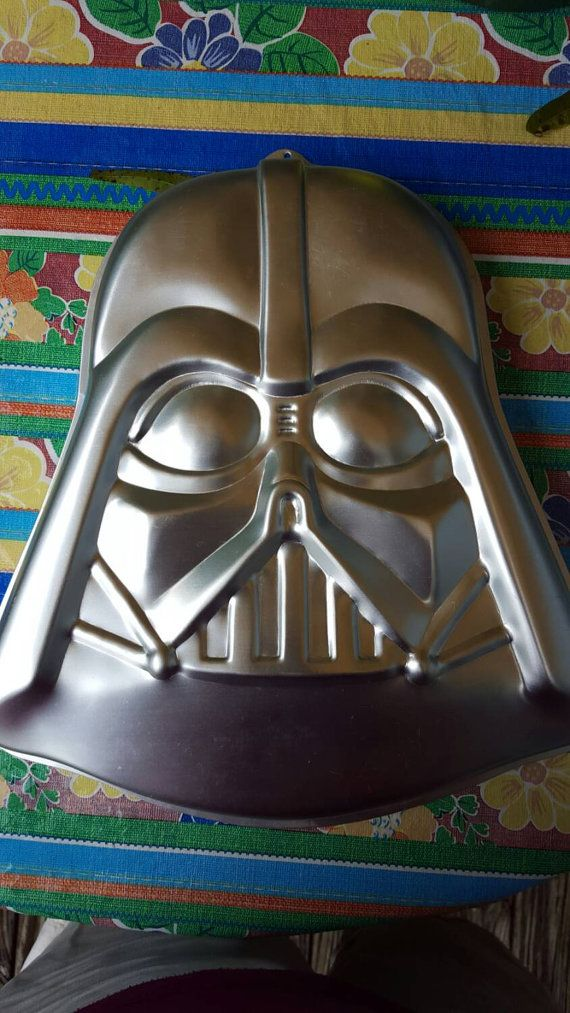Star Wars Fans will love this cake pan or a cake you make with it! Its in great condition. It is made by Wilton In 1980. Measures approx.