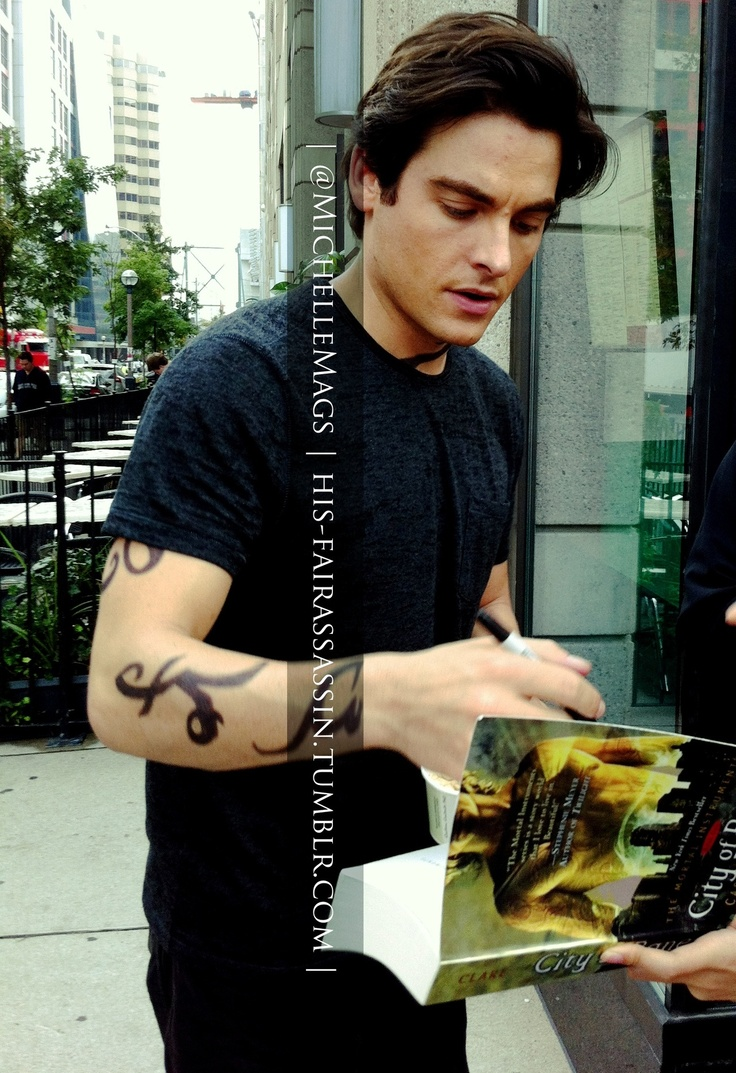 Kevin Zegers #TMISetDay6