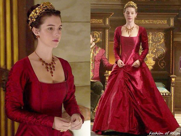 "In the episode 3x08 (""Our Undoing"") Queen Mary wears this Reign Costumes Custom Red Taffeta Gown."