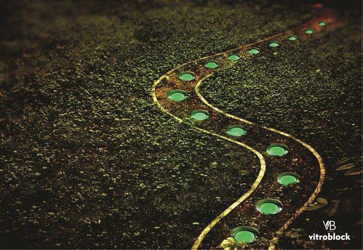 Un Camino Fluorescente  Baldosas redondas fluorescente de 6x12.7 de diametro  www.vitroblock.com.ar  . . #Vitroblock #BaldosasDeVidrio #fluorescent #Iluminacion #decoracion #nature #naturaleza