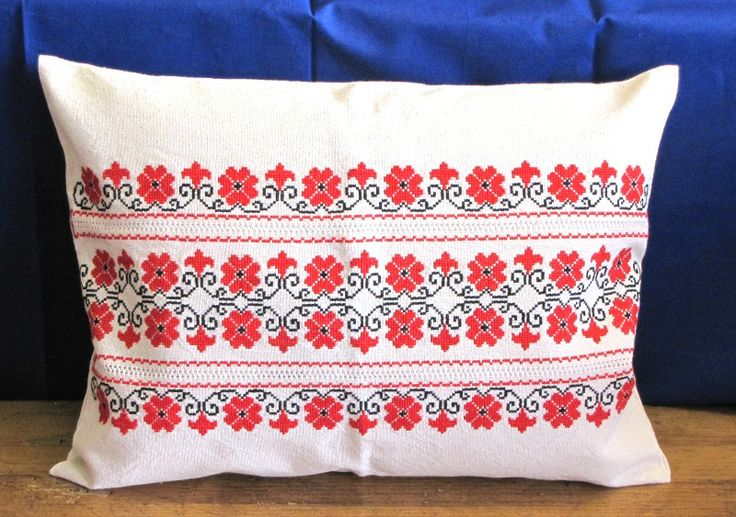 Handmade, embroidered Hungarian pillow. 35 x 42 cm.