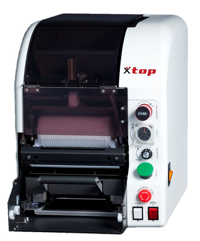 Maki Machine TSM900RSR Idéal pour les restaurants sushi, ce robot à maki sushi créé jusqu'à 200 rolls par heure !