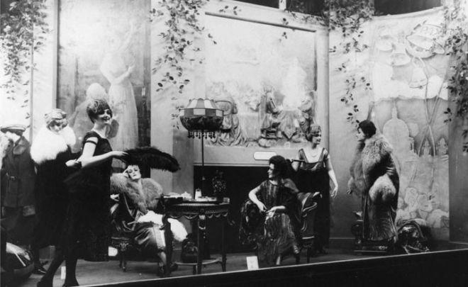 selfridge window display 1920.