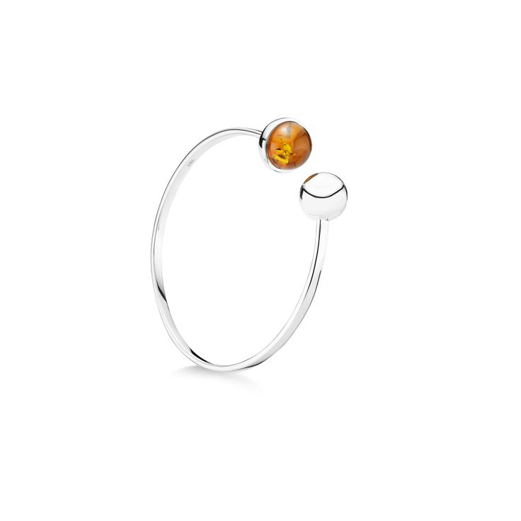 House of Amber by Louise Sigvardt - Silver bangle with amber and silver ball.