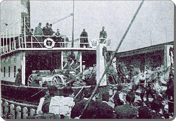 """lk araba vapuru """"Suhulet"""" - 1890 lar.Suhulet'in ilk ciddi bakımı 1930 yılında, Hasköy Tersanesi'nde yapıldı. Buharlı motoru, ilk kez değiştirildi ve yerine dizel bir kazan takıldı Suhulet'e. 1952'de, ki Suhulet artık 80 yıllıktı, hem motoru bir kere daha yenilendi, hem de gövdesinde ciddi onarımlara girişildi."""
