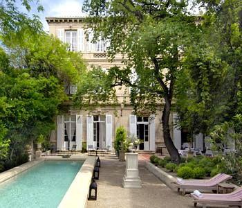 Hôtel cinq étoiles à Arles:l'Hôtel Particulier | Taco and co - transport et tourisme à Arles  http://www.hotel-particulier.com/v2/fr/