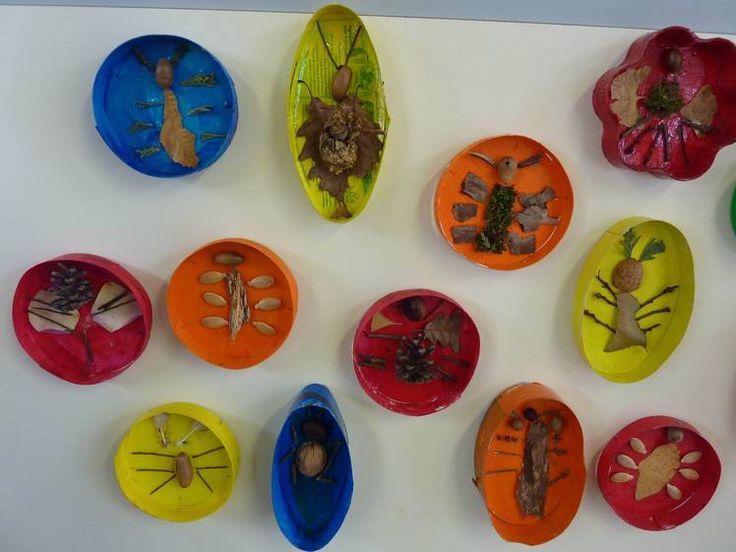 création d'insectes sur base des caractéristiques générales de l'espèce : 6 pattes, antennes, ... Un insecte a toujours 6 pattes. Il a 1 ou 2 paires d'ailes, parfois il n'en a pas. Il a une paire d'antennes. Son corps est divisé en 3 parties : la tête, le thorax, l'abdomen.