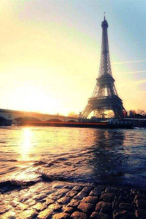 Magical photographs from the City of Love & Lights / tumblr