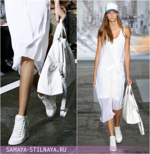 Белые кроссовки на танкетке с платьем от DKNY