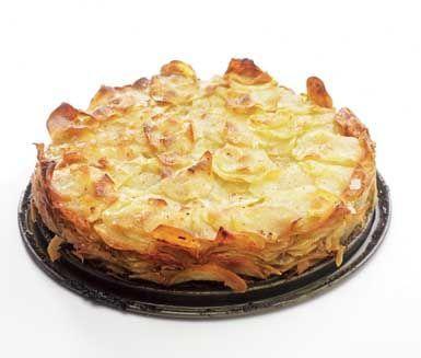 Potatis- och jordärtskockskaka är ett utmärkt tillbehör vid till exempel nyårsmiddagen och går dessutom att förbereda kvällen innan. Potatisen och jordärtskockan blir knaprig och god vilket gör den perfekt till mört kött.