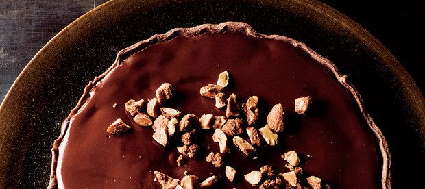 Chocolate-on-Chocolate Tart with Maple Almonds / Tuukka Koski