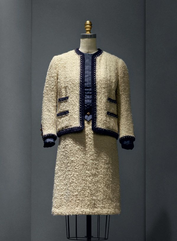 """Gabrielle """"Coco"""" Chanel (French, 1883–1971) Suit, 1963–68 haute couture French Wool, silk, metal The Metropolitan Museum of Art, New York, Gift of Mrs. Lyn Revson, 1975 (1975.53.7a–e) Photo © Nicholas Alan Cope"""