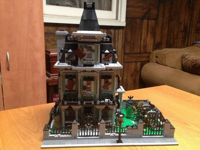 lego haunted house with added cemetery