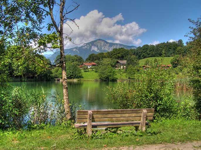 Woessner See mit Hochplatte.jpg Wandern in Unterwössen