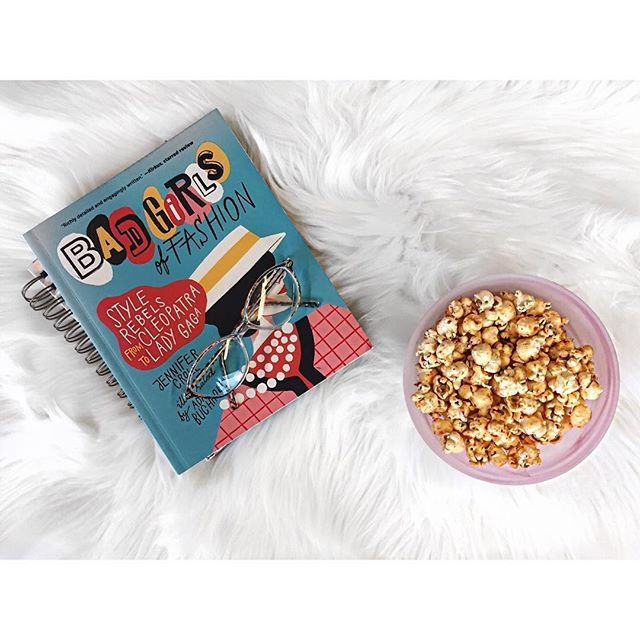 Our favourite kind of flatlay: good books, good snacks. ⠀