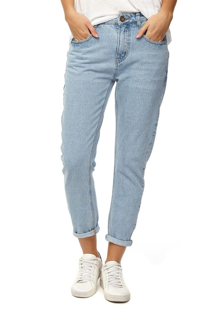 The boyfriend jean is a relaxed fit style jean, providing comfort and style. Composition: 100% cotton. Model wears size 8.