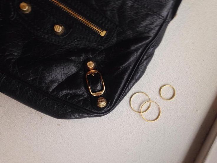 GOLD AND BLACK http://hvi.sk/r/6xrd #Hvisk #Hviskjewellery #Hviskstyling #Gold #jewellery #Balenciaga #Balenciagahip