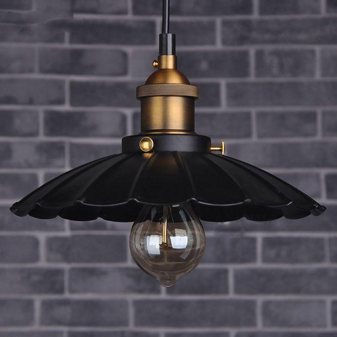 Historické závesné svietidlo v talianskom štýle je svietidlo určené na stenu v dekoračnom vzhľade. Svietidlo je vhodné do obývacej izby, kuchyne, jedálne… (4)