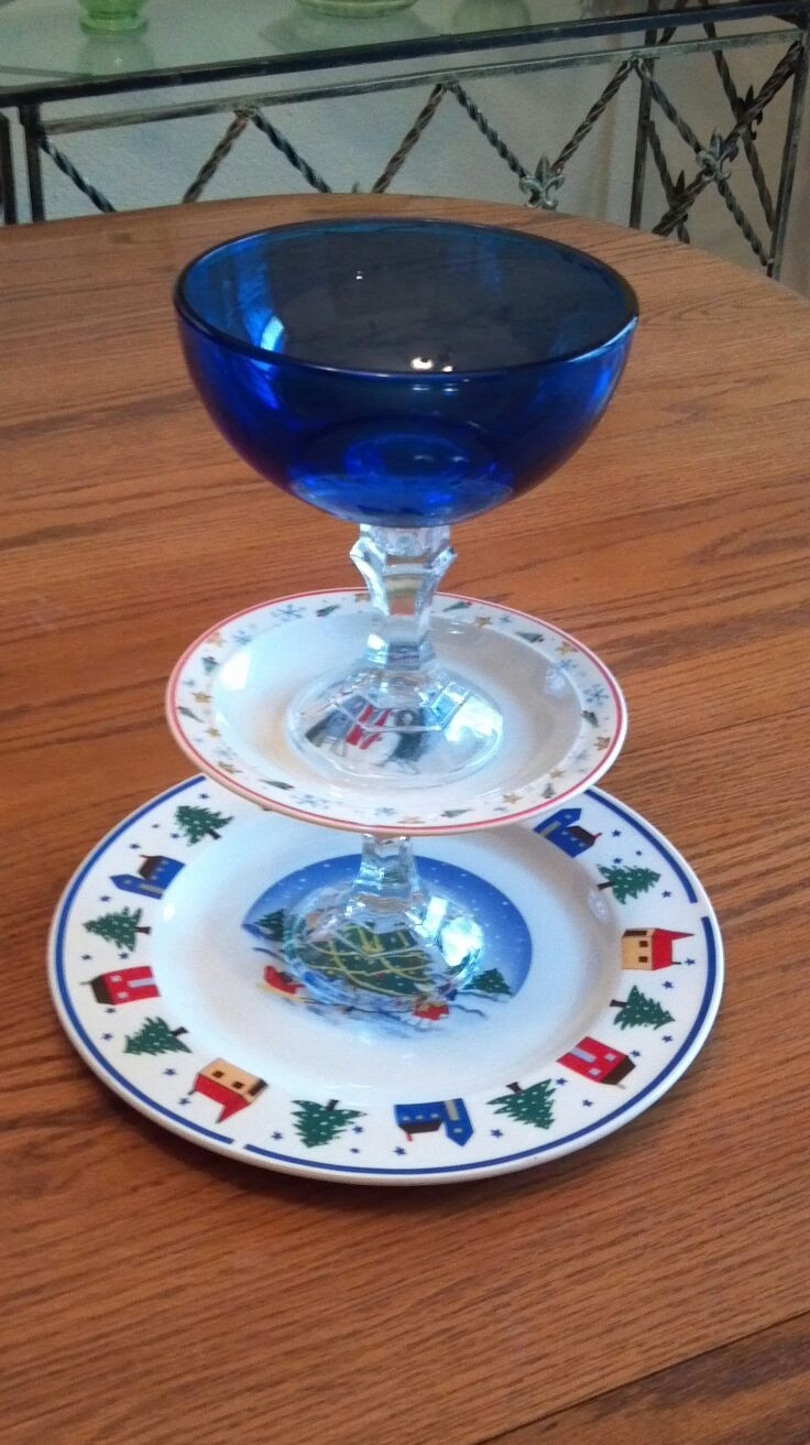 17 best images about christmas dinnerware dishes on for Craft ideas for old dishes