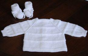 Aujourd'hui c'est du tricot que je vous propose La maternité demande en général des brassières et des chaussons, qui se mettent sous la grenouillère, pour tenir les bébés au chaud J'ai mis au point 2 modèles qui se tricotent à partir de l'encolure, sont...